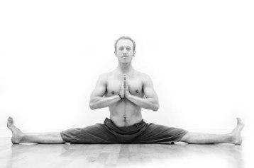 Yoga Ali Yoga frog asana namaste