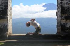 ustrasana Bali camel Ali yoga frog
