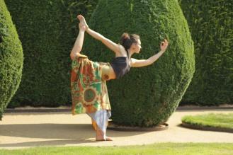 Yoga asana Scotland Pollyana Frog